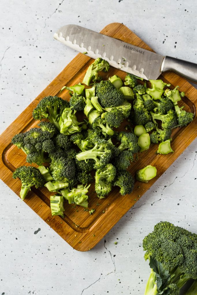 Broccoli florets for Easy Roasted Broccoli Soup