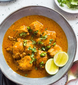 Srilankan chicken curry in a bowl